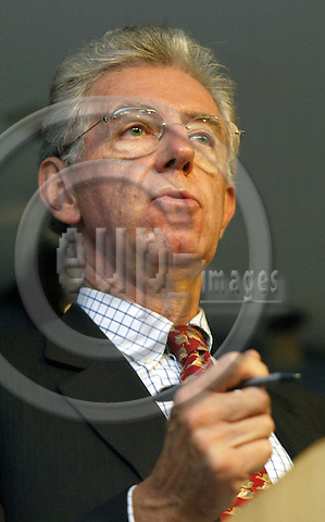 Belgium--Brussels--Commission 22.09.2003           Mario MONTI, Commissioner of Competition EU offers compromise with France on Alstom ... The European Union competition commissioner, Mario Monti, made the offer to France in an attempt to ensure the bailout of Alstom Portrait , Gestik / Geste ;..PHOTO: EUP-IMAGES.COM / ANNA-MARIA ROMANELLI