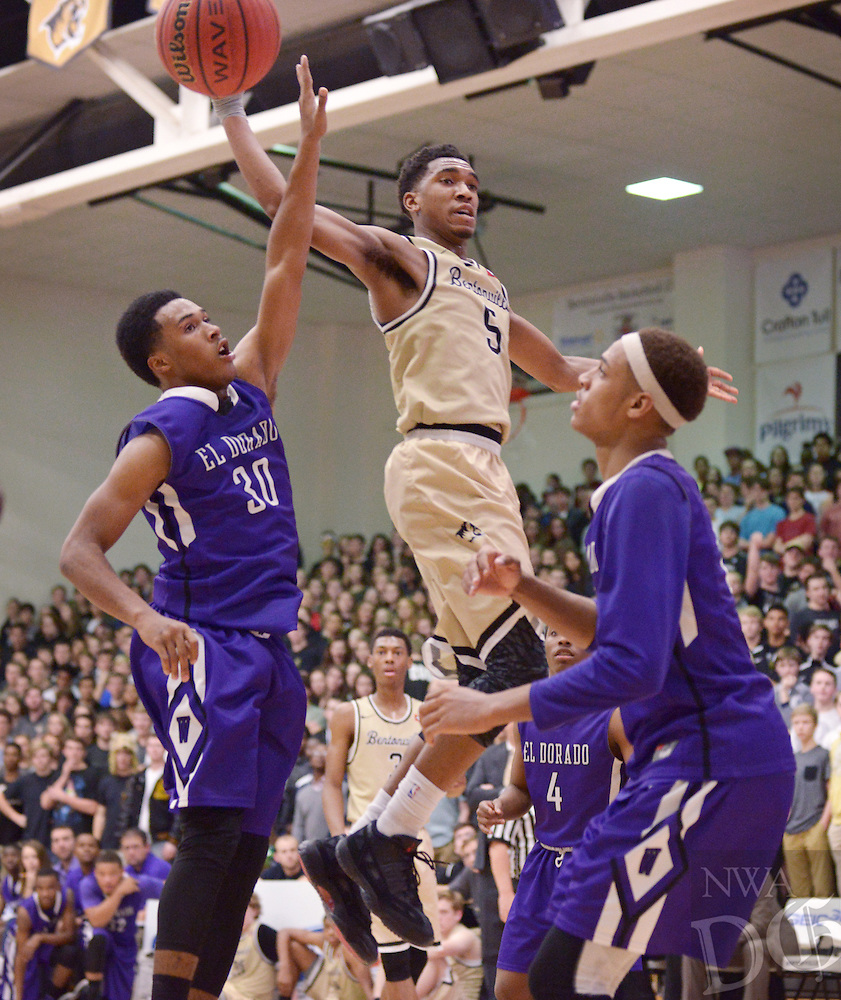 NWA Democrat-Gazette/BEN GOFF @NWABENGOFF<br /> Malik Monk of Bentonville passes the ball as Josh Ford (30) of El Dorado guards on Friday Jan. 22, 2016 during the game in Bentonville's Tiger Arena.
