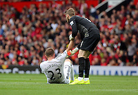 Pictured: David De Gea of Manchester United (R) trying to lift up Gylfi Sigurdsson (L) of Swansea. Saturday 16 August 2014<br />