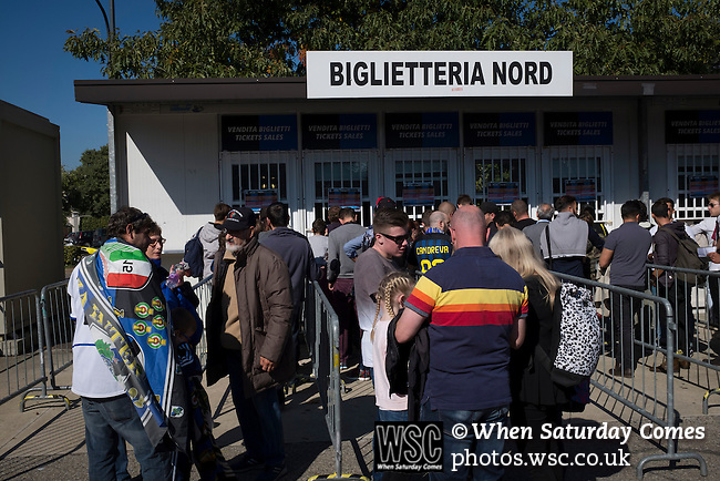 Internazionale 1 Cagliari 2, 16/10/2016. San Siro, Italian Serie A. Fans queueing for match tickets outside the Stadio Giuseppe Meazza, also known as the San Siro, before Internazionale took on Cagliari in an Italian Serie A fixture. <br /> The match was overshadowed by a huge controversy that as Inter Ultras declared open warfare on captain Mauro Icardi for a chapter in his autobiography, accusing him of lying about an incident in 2015. Inter Milan lost the match 2-1, watched by a crowd of 43,757. Photo by Colin McPherson.