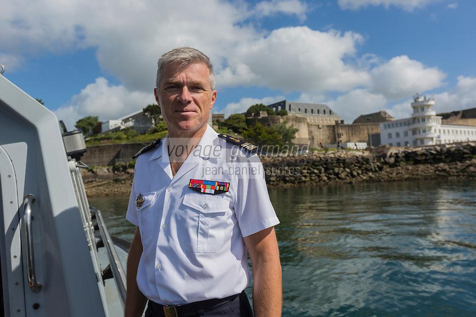France, Bretagne, (29), Finistère, Brest:   Base Navale et Arsenal de Brest - Bruno Nicol, commandant en second de la Base Navale, en fond le Château de Brest