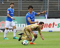 Clemens Fandrich (Erzgebirge Aue) gegen Dong Won Ji (SV Darmstadt 98) - 13.05.2018: SV Darmstadt 98 vs. FC Erzgebirge Aue, Stadion am Boellenfalltor, 34. Spieltag 2. Bundesliga