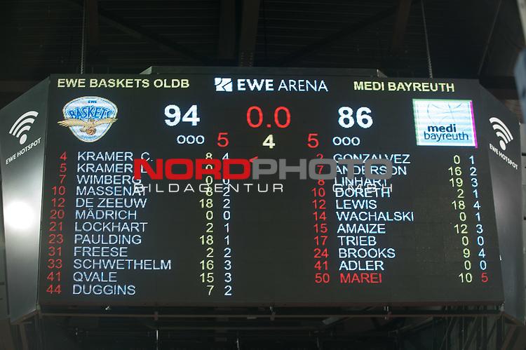 16.05.2017, EWE Arena, Oldenburg, GER, BBL, EWE Baskets Oldenburg vs medi Bayreuth, im Bild<br /> Anzeigentafel mit dem Endstand..94 zu 86 Sieg fuer die EWE Baskets Oldenburg 3 zu 1 in den Playoffs das ist das Halfinale<br />  ( medi Bayreuth #  )<br /> (EWE Baskets Oldenburg # )<br /> Foto &copy; nordphoto / Rojahn