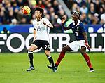 Frankrijk, Parijs, 13 november 2015<br /> Oefenwedstrijd<br /> Frankrijk-Duitsland (2-0)<br /> Leroy Sane van Duitsland en Paul Pogba van Frankrijk strijden om de bal