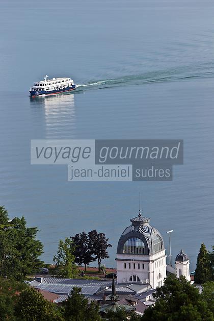 Europe/France/Rhône-Alpes/74/Haute-Savoie/Évian-les-Bains: Le Palais Lumière,  Centre de Congrés  situé dans les anciens thermes de 1902 et bateau de navigation sur le Lac Léman