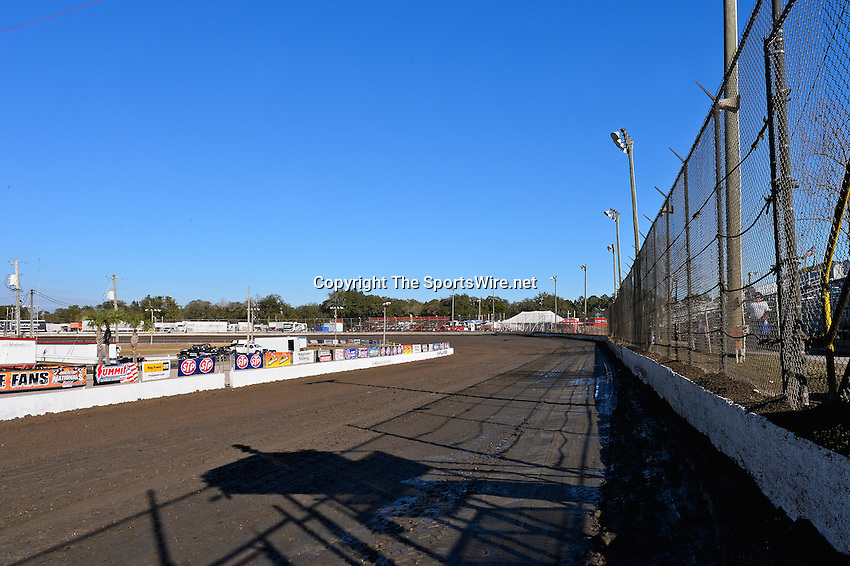 Feb 17, 2014; 3:56:59 PM;  Barberville, FL, USA;  World of Outlaws Late Model Series for 43rd Annual DIRTcar Nationals presented by Summit Racing Equipment at Volusia Speedway Park.  Mandatory Credit: (thesportswire.net)