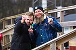 Stockholm 2014-03-01 Bandy SM-semifinal 1 Hammarby IF - V&auml;ster&aring;s SK :  <br /> Tv&aring; glada V&auml;ster&aring;s supportrar gestikulerar under matchen <br /> (Foto: Kenta J&ouml;nsson) Nyckelord:  VSK Bajen HIF supporter fans publik supporters