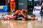 S&ouml;dert&auml;lje 2014-01-03 Basket Basketligan S&ouml;dert&auml;lje Kings - Bor&aring;s Basket :  <br /> Bor&aring;s James &quot;JJ&quot; Miller  i kamp om bollen med S&ouml;dert&auml;lje Kings Tobias Borg <br /> (Foto: Kenta J&ouml;nsson) Nyckelord:
