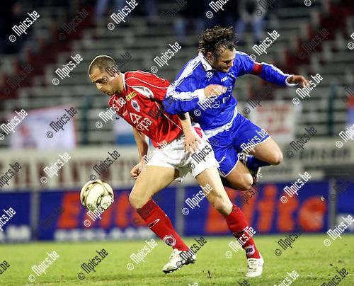 2009-01-24 / Voetbal / R. Antwerp FC - Ronse / Spencer Verbiest (L, Antwerp) met Gregory Lino Ferreira..Foto: Maarten Straetemans (SMB)