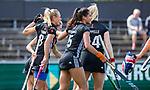 AMSTELVEEN  - Charlotte Vega (A'dam) heeft gescoord.  rechts Maria Verschoor (A'dam) en Yasmin Geerlings (A'dam)   . Hoofdklasse hockey dames ,competitie, dames, Amsterdam-Groningen (9-0) .     COPYRIGHT KOEN SUYK