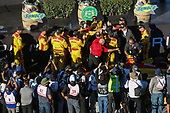 Ryan Hunter-Reay crew celebrating the win, Andretti Autosport Honda