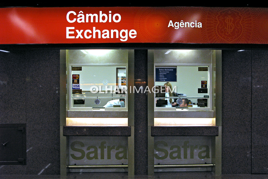Casa de câmbio no Aeroporto de Cumbica. São Paulo. 2008. Foto de Juca Martins.