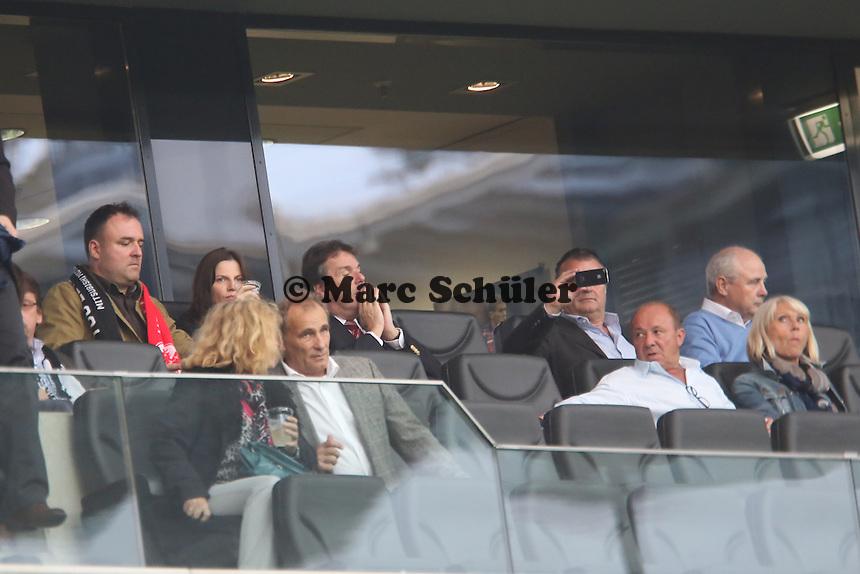 Vorstandsvorsitzender Heribert Bruchhagen (Eintracht) betet für einen Sieg der Eintracht - Eintracht Frankfurt vs. VfL Bochum, Commerzbank Arena, 2. Runde DFB-Pokal