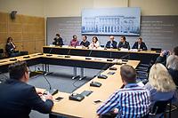 """6. Sitzung des 2. Untersuchungsausschusses <br /> der 18. Wahlperiode des Berliner Abgeordnetenhaus - """"BER II"""" - am Freitag den 23. November 2018.<br /> Der Ausschuss soll die Ursachen, Konsequenzen und Verantwortung fuer die Kosten- und Terminueberschreitungen des im Bau befindlichen Flughafens """"Berlin Brandenburg Willy Brandt"""" aufklaeren.<br /> Als oeffentlicher Tagesordnungspunkt war die Beweiserhebung durch Vernehmung des Zeugen Hartmut Mehdorn vorgesehen. Mehdorn war Chef der Flughafengesellschaft Berlin Brandenburg, FBB.<br /> Im Bild: Pressekonferenz der Sprecher der Fraktionen und der Ausschussvorsitzenden.<br /> Vlnr.: Marc Urbatsch, Buendnis 90/Die Gruenen; Carsten Schatz, Linkspartei; Christian Graeff, CDU; Melanie Kuehnemann-Grunow, Ausschussvorsitzende, SPD; Joerg Stroedter, SPD; Frank-Christian Hansel, AfD; Sebastian Czaja, FDP.<br /> 23.11.2018, Berlin<br /> Copyright: Christian-Ditsch.de<br /> [Inhaltsveraendernde Manipulation des Fotos nur nach ausdruecklicher Genehmigung des Fotografen. Vereinbarungen ueber Abtretung von Persoenlichkeitsrechten/Model Release der abgebildeten Person/Personen liegen nicht vor. NO MODEL RELEASE! Nur fuer Redaktionelle Zwecke. Don't publish without copyright Christian-Ditsch.de, Veroeffentlichung nur mit Fotografennennung, sowie gegen Honorar, MwSt. und Beleg. Konto: I N G - D i B a, IBAN DE58500105175400192269, BIC INGDDEFFXXX, Kontakt: post@christian-ditsch.de<br /> Bei der Bearbeitung der Dateiinformationen darf die Urheberkennzeichnung in den EXIF- und  IPTC-Daten nicht entfernt werden, diese sind in digitalen Medien nach §95c UrhG rechtlich geschuetzt. Der Urhebervermerk wird gemaess §13 UrhG verlangt.]"""