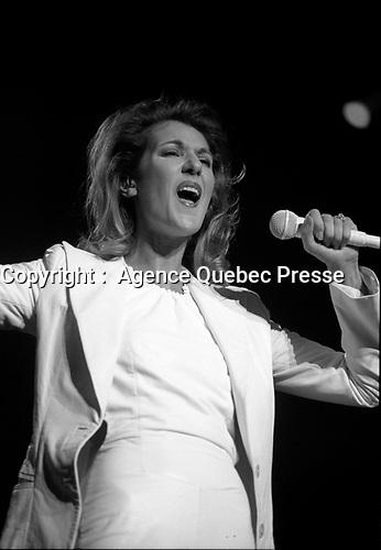 Celine Dion en spectacle, a Montreal, 28 Decembre 1996.<br /> <br /> Au piano : son directeur musical MEGO.<br /> <br /> PHOTO :  Agence Quebec presse