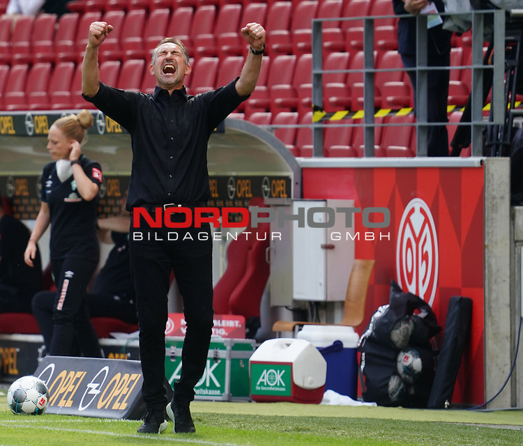 Sport: Fussball: 1. Bundesliga:: nphgm001:  Saison 19/20: 33. Spieltag: 1. FSV Mainz 05 vs SV Werder Bremen 20.06.2020<br />Trainer Achim Beierlorzer (M05) Schlussjubel,<br /> Foto: Bratic/rscp-photovia/via gumzmedia/nordphoto<br /><br />DFL regulations prohibit any use of photographs as image sequences and/or quasi-video.<br />EDITORIAL USE ONLY.<br />National and international News-Agencies OUT.<br /><br />  DFL REGULATIONS PROHIBIT ANY USE OF PHOTOGRAPHS AS IMAGE SEQUENCES AND OR QUASI VIDEO<br /> EDITORIAL USE ONLY<br /> NATIONAL AND INTERNATIONAL NEWS AGENCIES OUT