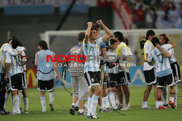 FIFA WM 2006 - Round Of Sixteen / Achtelfinale<br /> Play #50 (24-Jun) - Argentina vs Mexico.<br /> Lionel Scaloni from Argentina celebrates the 2-1 victory against Mexico after the match of the World Cup in Leipzig.<br /> Foto &copy; nordphoto