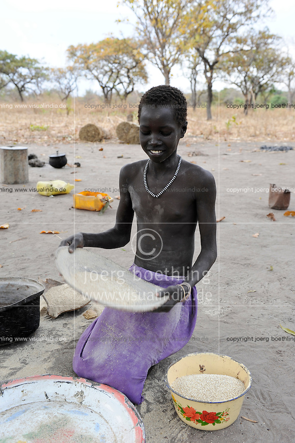 SOUTH-SUDAN Rumbek , village, Colocok, young Dinka with Sorghum, black and white plastic necklace / SUED SUDAN, Rumbek,  Dorf Colocok, junges Dinka Maedchen mit Sorghum Koernern, schwarz weisse Plastik Halskette