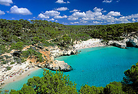 ESP, Spanien, Balearen, Menorca, Cala Mitjana: beliebte Badebucht im Sueden | ESP, Spain, Balearic Islands, Menorca, Cala Mitjana: popular bay and beach at the south