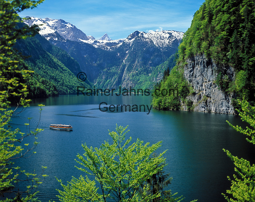 Deutschland, Bayern, Oberbayern, Berchtesgadener Land, Koenigssee (Malerwinkel), Berge im Hintergrund das Steinerne Meer | Germany, Bavaria, Upper Bavaria, Berchtesgadener Land, Lake Koenigssee with Steinerne Meer mountains