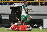BOGOTA - COLOMBIA, 17-01-2019: Jose David Moya (Izq) jugador de Independiente Santa Fe disputa el balón con Jeison Steven Lucumi (Der) jugador del Atletico Nacional durante partido del Torneo Fox Sports 2019 jugado en el estadio Nemesio Camacho El Campin de la ciudad de Bogotá. / Jose David Moya (L) player of Independiente Santa Fe fights for the ball with Jeison Steven Lucumi (R) player of Atletico Nacional during match for the  Fox Sports Tournament 2019 played at Nemesio Camacho El Campin Stadium in Bogota city. Photo: VizzorImage / Gabriel Aponte / Staff.