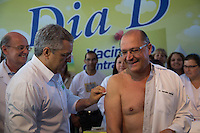 SAO PAULO, SP, 20 DE ABRIL DE 2013. CAMPANHA DE VACINACAO CONTRA A GRIPE 2013. O ninistro da Saude, Alexandre Padilha, aplica vacina contra a gripe no governador Geraldo Alckmin durante o lançamento da campanha de vacinação contra a gripe 2013 na manhã deste sábado no Instituto Butantan na zona oeste da capital paulista  FOTO ADRIANA SPACA/BRAZIL PHOTO PRESS