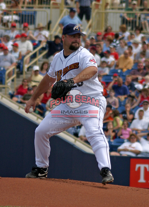 August 24, 2003:  Bob Wickman of the Lake County Captains, Class-A affiliate of the Cleveland Indians, during a South Atlantic League game at Classic Park in Eastlake, OH.  Wickman was on rehab assignment from the Cleveland Indians.  Photo by:  Mike Janes/Four Seam Images