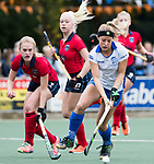 UTRECHT - Marieke van der Vis (Kampong) met links Elin van Erk (Laren)   tijdens de hockey hoofdklasse competitiewedstrijd dames:  Kampong-Laren . COPYRIGHT KOEN SUYK
