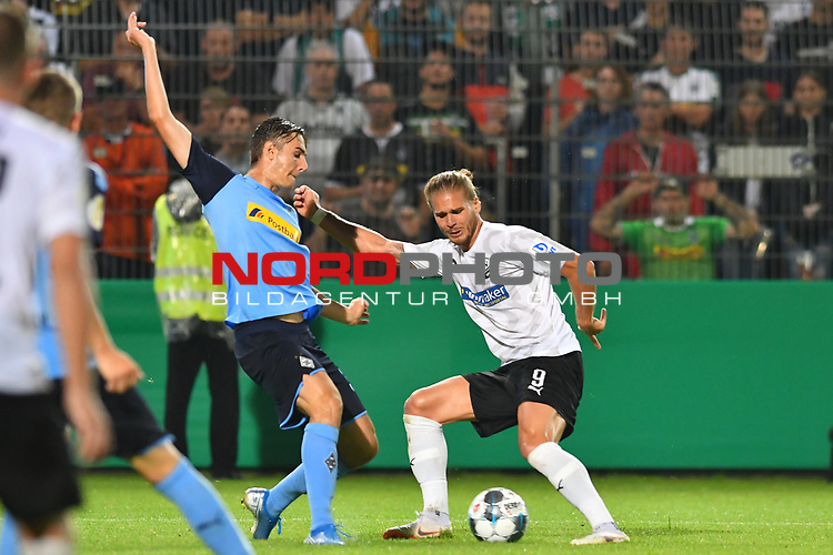 09.08.2019, BWT-Stadion am Hardtwald, Sandhausen, GER, DFB Pokal, 1. Runde, SV Sandhausen vs. Borussia Moenchengladbach, <br /> <br /> DFL REGULATIONS PROHIBIT ANY USE OF PHOTOGRAPHS AS IMAGE SEQUENCES AND/OR QUASI-VIDEO.<br /> <br /> im Bild: Rurik Gislason  (#9, SV Sandhausen) gegen Stefan Lainer (#18, Borussia Moenchengladbach)<br /> <br /> Foto © nordphoto / Fabisch