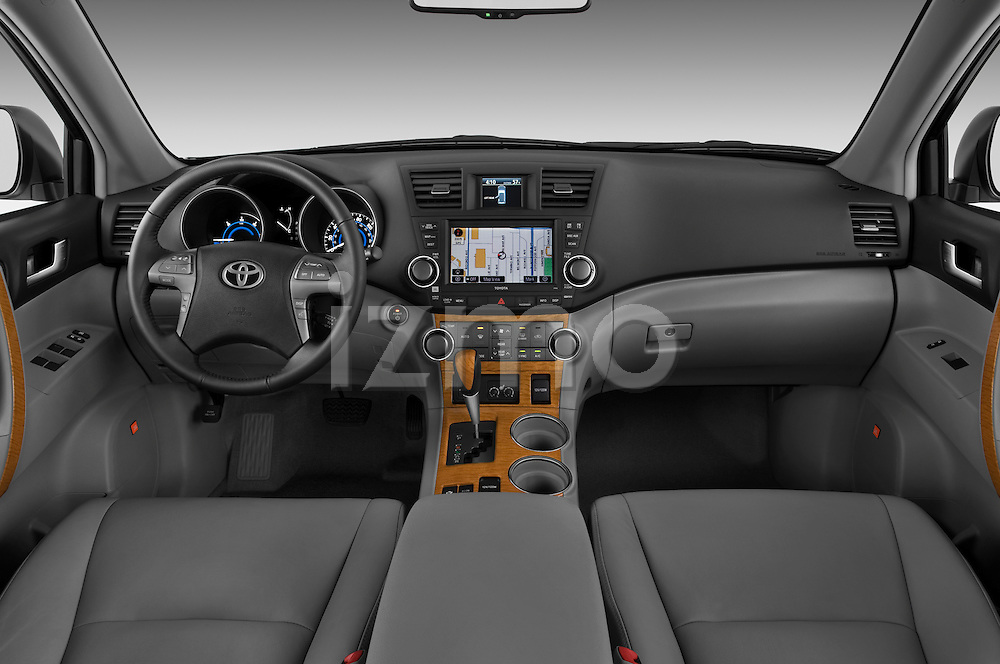 Straight dashboard view of a 2009 Toyota Highlander Hybrid Limited.
