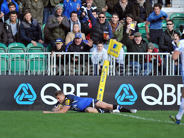 Ben Williams scores the opening try of the match. Aviva Premiership match, between Bath Rugby and Exeter Chiefs on October 27, 2012 at the Recreation Ground in Bath, England. Photo by: Patrick Khachfe / Onside Images