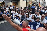 NAPOLES, ITALIA, 25.10.2019 - PROTESTO-ITALIA - Trabalhadores da empresa americana Whirlpool (maior fabricante mundial de electrodomésticos) protestam na cidade em Nápoles e temem perder o emprego, após a decisão de venda da fábrica para uma empresa suíça. (Foto: Salvatore Esposito/Brazil Photo Press/Folhapress)