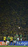 FUSSBALL   1. BUNDESLIGA   SAISON 2012/2013   1. SPIELTAG Borussia Dortmund - SV Werder Bremen                  24.08.2012      Werder Mauer vor BVB-Wand: Aaron Hunt, Aleksandar Ignjovski, Kevin De Bruyne, Sebastian Proedl und Clemens Fritz (v.l., alle SV Werder Bremen) verteidigen.