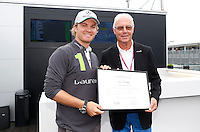 O ex jogador da selecao da alemanha Franz Becknbauer e visto ao lado do piloto da Petronas GP Nico Rosberg no GP de Fórmula 1 da Itália, disputado no circuito de Monza, neste domingo (08). (Foto: Pixathlon / Brazil Photo Press).