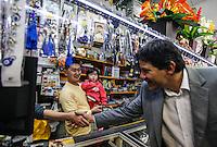 SAO PAULO, SP, 12 JULHO 2012 - ELEICOES 2012 - AGENDA FERNANDO HADDAD -  O candidato do PT a prefeitura de Sao Paulo Fernando Haddad, cumpre agenda na tarde desta quinta-feira na regiao do Parque Sao Lucas , zona leste da capital paulista.  (FOTO: VANESSA CARVALHO / BRAZIL PHOTO PRESS).
