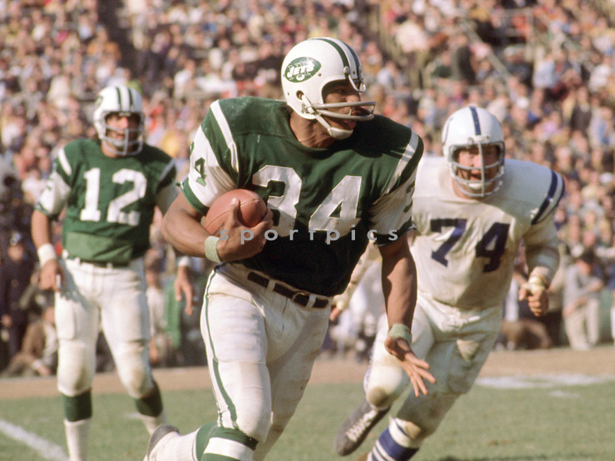 New York Jets Lee White (34) during a game against the Baltimore Colts on October 18, 1970 at Shea Stadium in Flushing. The Baltimore Colts beat the New York Jets 29-22. Lee White played for 5 season  with 3 different teams.(SportPics)
