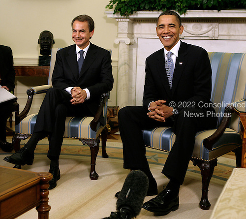 Washington, DC - October 14, 2009 -- United States President Barack Obama (R) meets Prime Minister Jose Luis Rodriguez Zapatero of Spain in the Oval Office of the White House in Washington, DC on Tuesday, October 13, 2009. .Credit: Yuri Gripas / Pool via CNP