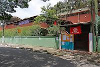 SÃO PAULO,SP, 14.11.2015 - PROTESTO-ESTUDANTES - Integrante do MTST ocupam a Escola Estadual Meire Moraes, no bairro de Campo Limpo, na zona sul de São Paulo, em ato contra o fechamento de escolas e o plano de reestruturação do ensino proposto pelo governo Geraldo Alckmin (PSDB) para 2016, neste sábado (14). (Foto: Douglas Pingituro/Brazil Photo Press)