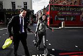 Keeley Josling i Chris Gower, konsultanci rekrutacyjni w firmie Denovo...Zdjecia pracownikow londynskiego City, dzielnicy biur, central bankow, kancelarii prawnych, firm doradczych i ubezpieczeniowych...Londyn, Wielka Brytania, Marzec 2009..Fot: Piotr Malecki/Napo Images......Keeley Josling and Chris Gower, recruitment consultants at Denovo...Images of people at the City of London, employees of banks, insurance, consulting and law firms...City of London, Great Britain, March 2009..(Photo by Piotr Malecki/Napo Images)