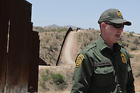 Tucson, Arizona - U.S. Customs Border Protection (CBP) Public Affairs officer Jeremy Copeland talk to members of the national and international media. He transported reporters to the U.S.-Mexico border during a two-day event organized by the Tucson Sector Border Patrol. The event brought national and international journalists to the Arizona border to become acquainted with the dynamics of this area. Photo by Eduardo Barraza © 2012