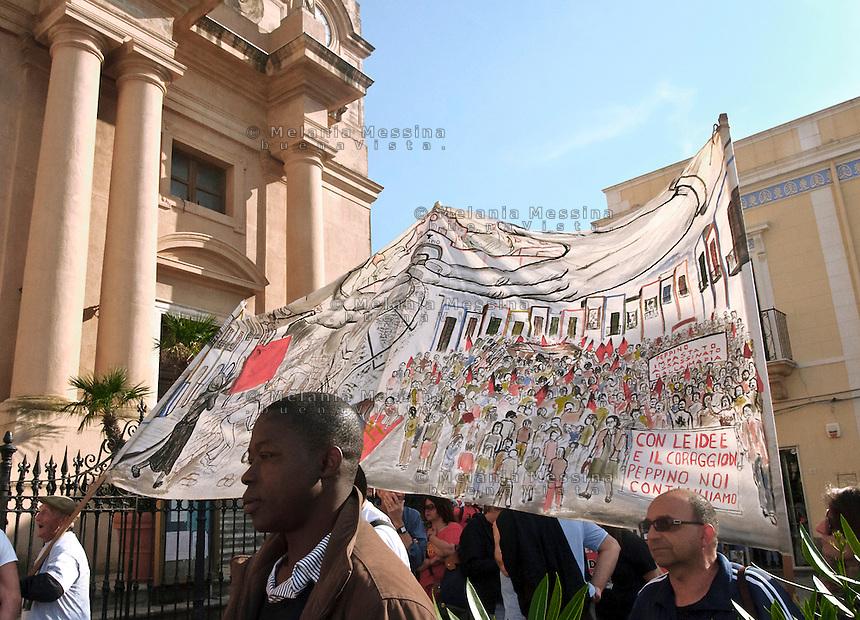 A terrasini (vicino Cinisi) dove una volta era la sede di radio Aut sfila il corteo per commemorare peppino Impastato.<br /> March for Peppino Impastato
