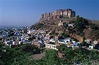 India, Rajasthan, Jodhpur: Fort Mehrangarh above the `blue city` | Indien, Rajasthan, Jodhpur: Festungsanlage Meherangarh oberhalb der Blauen Stadt