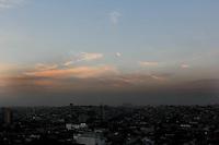 SAO PAULO, SP, 16 DE FEVEREIRO 2012. CLIMA TEMPO CAPITAL PAULISTA. Amanhecer em SP, visto do bairro do Jabaquara, regiao sul de SP, na manha desta quinta-feira, 16. (FOTO: MILENE CARDOSO - BRAZIL PHOTO PRESS)