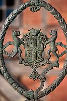 Indien, Himachal Pradesh, Shimla, Wappen an Zaun