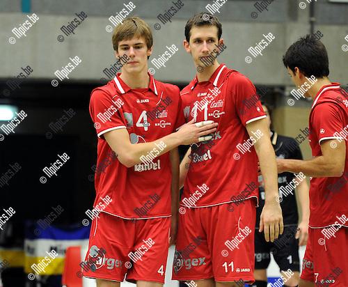 2011-10-08 / Volleybal / seizoen 2011-2012 / Puurs / Dries Heyrman met Gilles Biset (r) ..Foto: Mpics