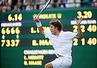 23-6-08, England, Wimbledon, Tennis,   De ommekeer in de partij in beeld bij 2-1 in de vijfde set verliest  Robin Haase zijn servicebeurt en daardoor ook de partij van Lleyton Hewitt