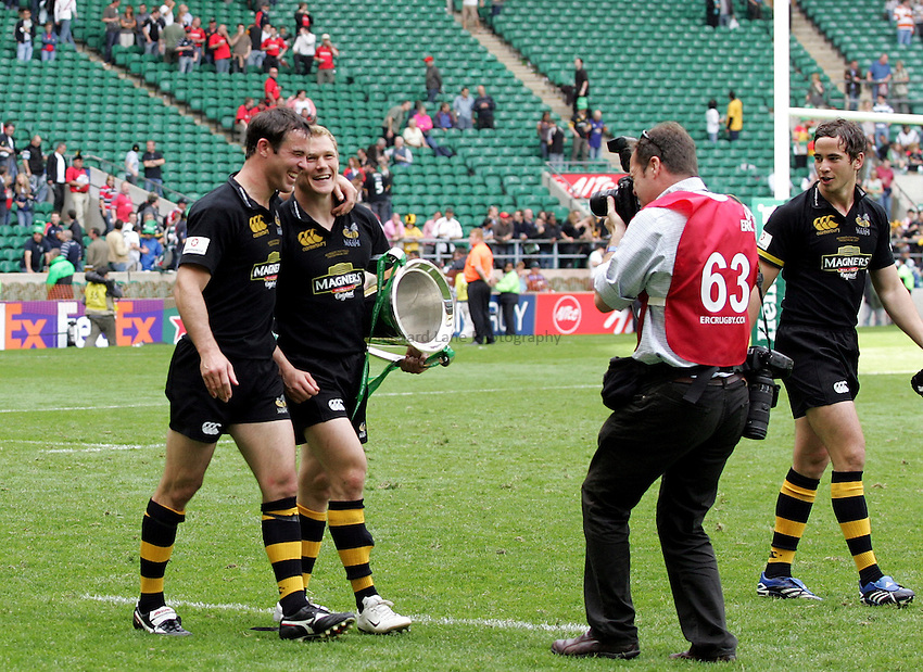 Photo: Richard Lane..London Wasps v Leicester Tigers. Heineken Cup Final. 20/05/2007. .Wasps' Fraser Waters and Josh Lewsey celebrate with the trophy.