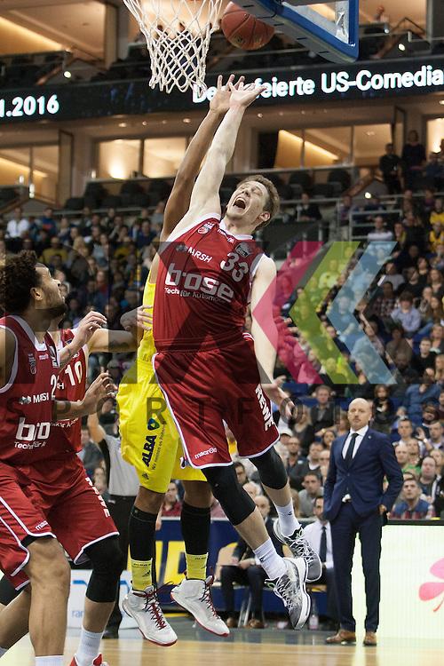 am Korb Bambergs Partick Heckmann <br /> <br /> 12.12.15 BEKO BBL Basketball Bundesliga, ALBA Berlin - Brose Baskets Bamberg <br /> <br /> Foto &copy; PIX-Sportfotos *** Foto ist honorarpflichtig! *** Auf Anfrage in hoeherer Qualitaet/Aufloesung. Belegexemplar erbeten. Veroeffentlichung ausschliesslich fuer journalistisch-publizistische Zwecke. For editorial use only.