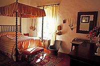 Spanien, Balearen, Mallorca, Sa Granja: Mallorquinisches Schlafzimmer | Spain, Balearic Islands, Mallorca, Sa Granja: Mallorqu. bedroom
