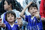 20171203/ Javier Calvelo - adhocFOTOS/ URUGUAY/ MONTEVIDEO/ CAMPEONATO URUGUAYO 2017/ TORNEO CLAUSURA/ 15&deg; FECHA/  Defensor Sporting de local ante Fenix en el Estadio Luis Franzini por la 15 fecha del Torneo Clausura 2017. <br /> En la foto: Hinchas de Defensor al final del encuentro ante Fenix por la 15&deg; fecha del clausura en el Franzini. Foto: Javier Calvelo/ adhocFOTOS